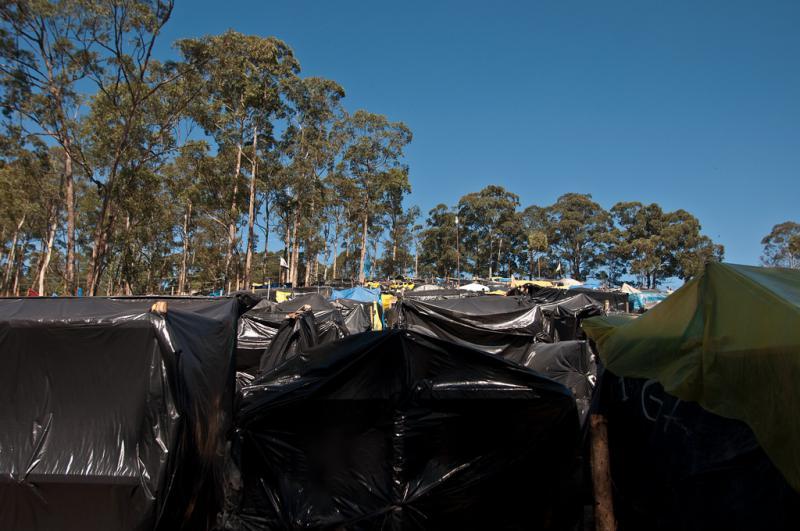 Provisorische Unterkünfte der Bewohner. Inzwischen haben sie die Zusage für 2.000 neue Wohnungen auf dem Gelände