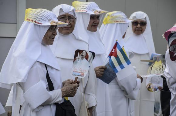 Auch einige Nonnen waren gekommen