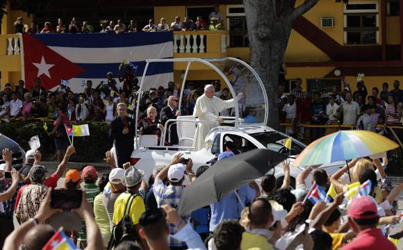 Am Montag kam der Papst zu einer Messe nach Holguin