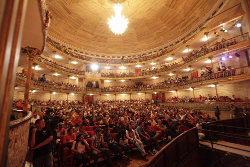 Zuschauer bei der Eröffnung des Festivals