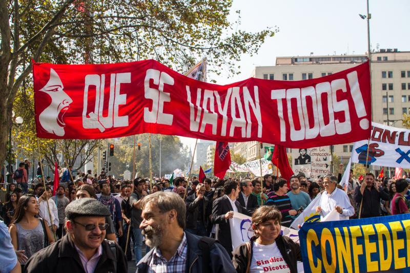"""""""Sie sollen alle abhauen"""" fordern Demonstranten in Chile"""
