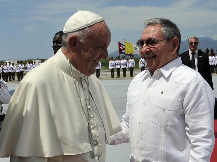 Raúl Castro verabschiedet Franziskus