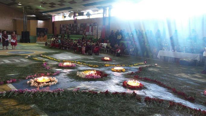 Der Veranstaltungssaal geschmückt für die Eröffnungszeremonie