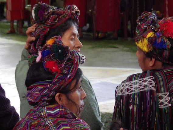 Frauen während der Eröffnungszeremonie