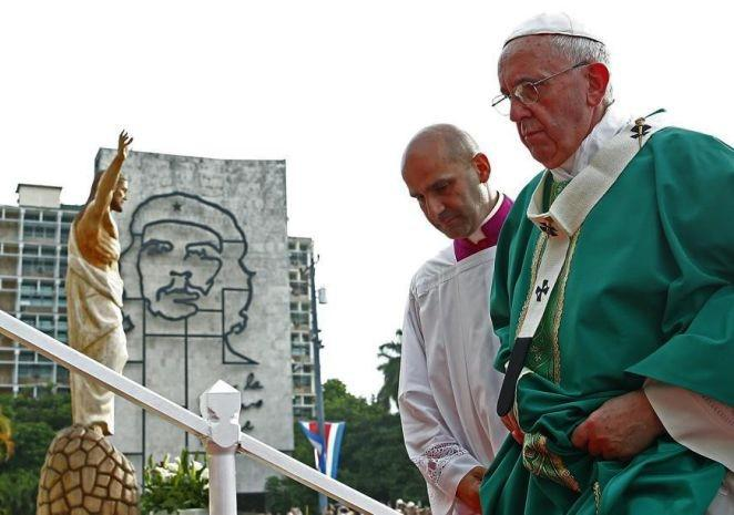 Papst Franziskus auf dem Platz der Revolution in Havanna