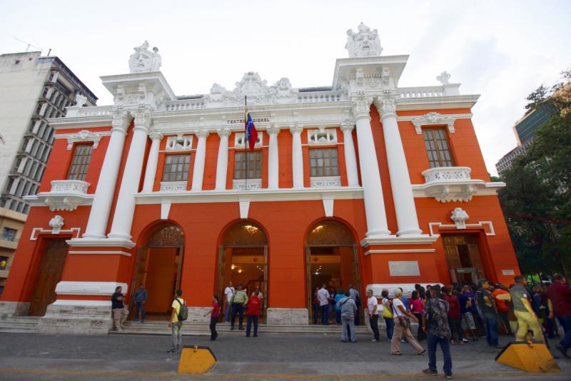 """Das Teatro Municipal im Zentrum gehörte zu den Theatern in Caracas, die ungenutzt und fast zerfallen waren, von Grund auf renoviert, wieder in Betrieb genommen und für die Bevölkerung """"zurückerobert"""" wurden"""