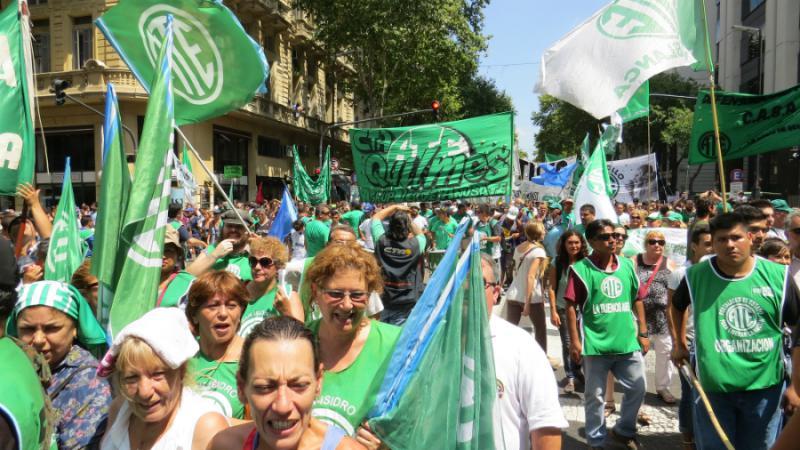 Mehr als 50.000 Menschen demonstrierten gegen die Politik der Regierung von Präsident Macri