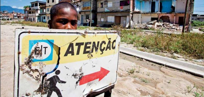 Die Menschen in Manuinhos leisten Widerstand gegen Zwangsumsiedlungen und kämpfen für gerechte Entschädigungen (12.03.2013)