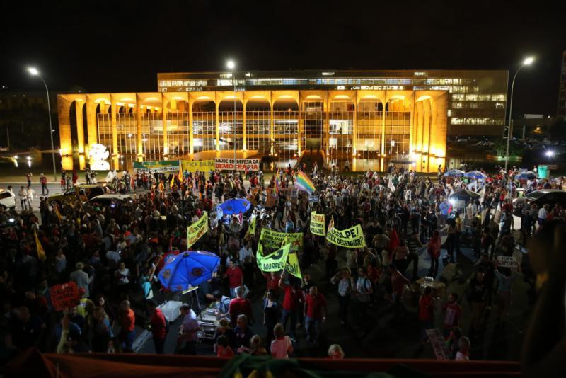 Die Demonstration endete vor dem Kongressgebäude. Hier hatte der Senat das Absetzungsverfahren gegen Dilma Rousseff beschlossen