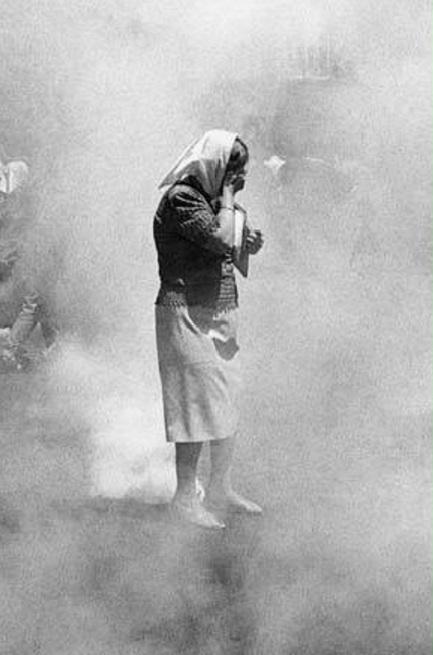 ... oder mit Hilfe von Tränengas