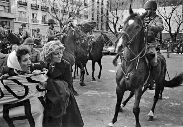 """Die Diktatur hatte die """"Madres"""" auch zu Pferd versucht zu vertreiben..."""