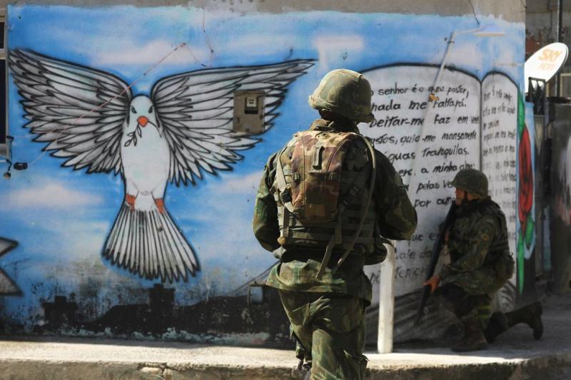 Militärische Besetzung der großen Favela Maré wenige Monate vor Beginn der FIFA Fußball-Weltmeisterschadt 2014 (05.04.2014)