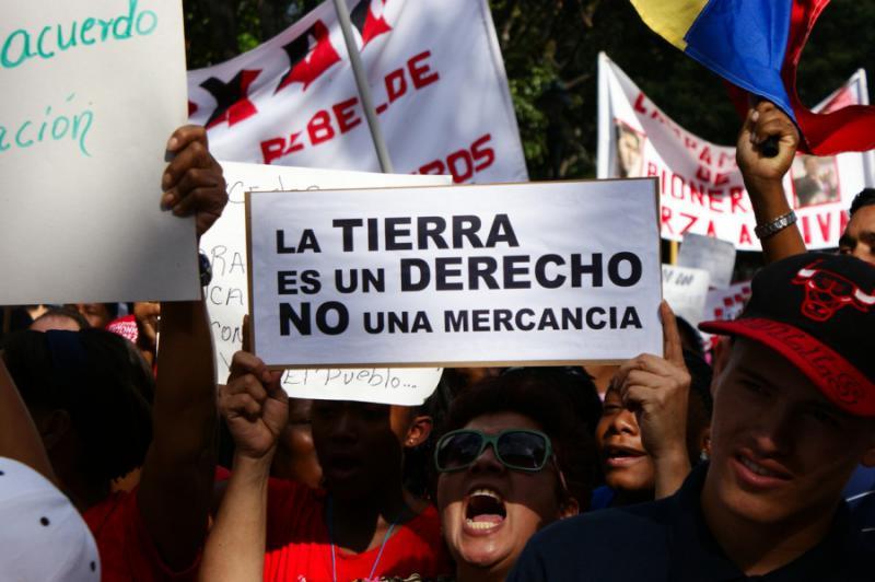 """""""Das Land ist ein Recht, keine Ware - Nein zur Privatisierung"""""""