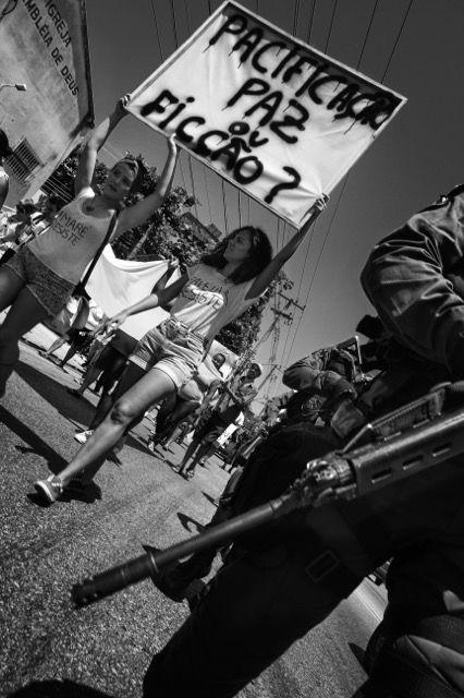 """""""Befriedung - Frieden oder Fiktion?"""" Anwohner und Menschenrechtsaktivisten beim Marsch für den Frieden (01.10.2014)"""