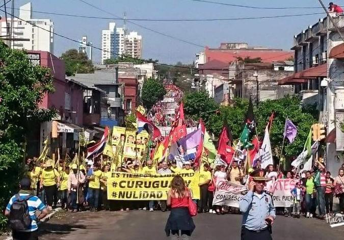 Die Proteste in Paraguay reißen nicht ab: Demonstranten fordern die Aufhebung der Urteile gegen die Kleinbauern und die Aufklärung des Massakers von Curuguaty