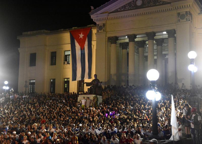 Die Gedenkveranstaltung fand auf den Treppen und dem Vorplatz der Universität von Havanna statt, wo Castro einst studiert hatte
