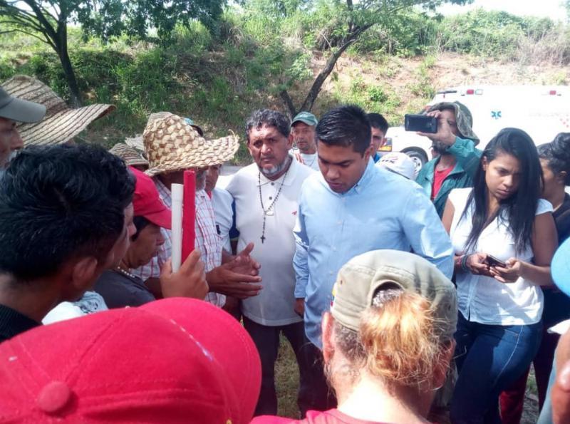 Am fünften Tag erschien der Vizeminister für Landfragen und Chef der Landbehörde, Luis Solteldo. Geht es nach den Bauern, bleibt in beiden Institutionen kein Stein auf dem anderen