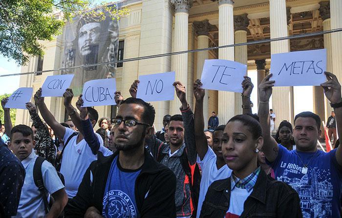 """""""Leg dich nicht mit Kuba an"""": Protestaktion gegen Einmischung und Subversion beim 3. Internationalen Kongress der Jugendforscher in Havanna"""