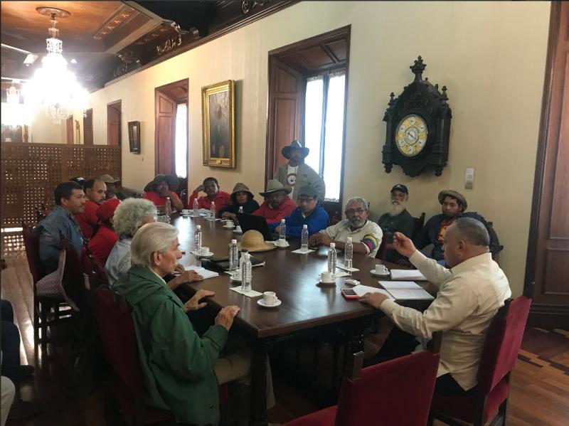 Der Vorsitzende der verfassunggebenden Versammlung, Diosdado Cabello, empfing eine Delegation des Marsches und sagte ein Treffen mit dem Präsidenten zu