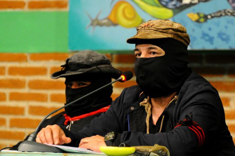 Die beiden Sprecher des EZLN: Subcomandante Galeano und Subcomandante Moisés