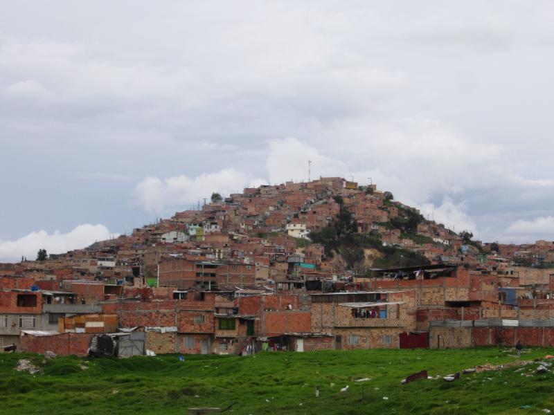 In Bogotá sollen rund 1,4 Millionen Slum-Bewohner durch paramilitärische Drogenbanden gefährdet sein