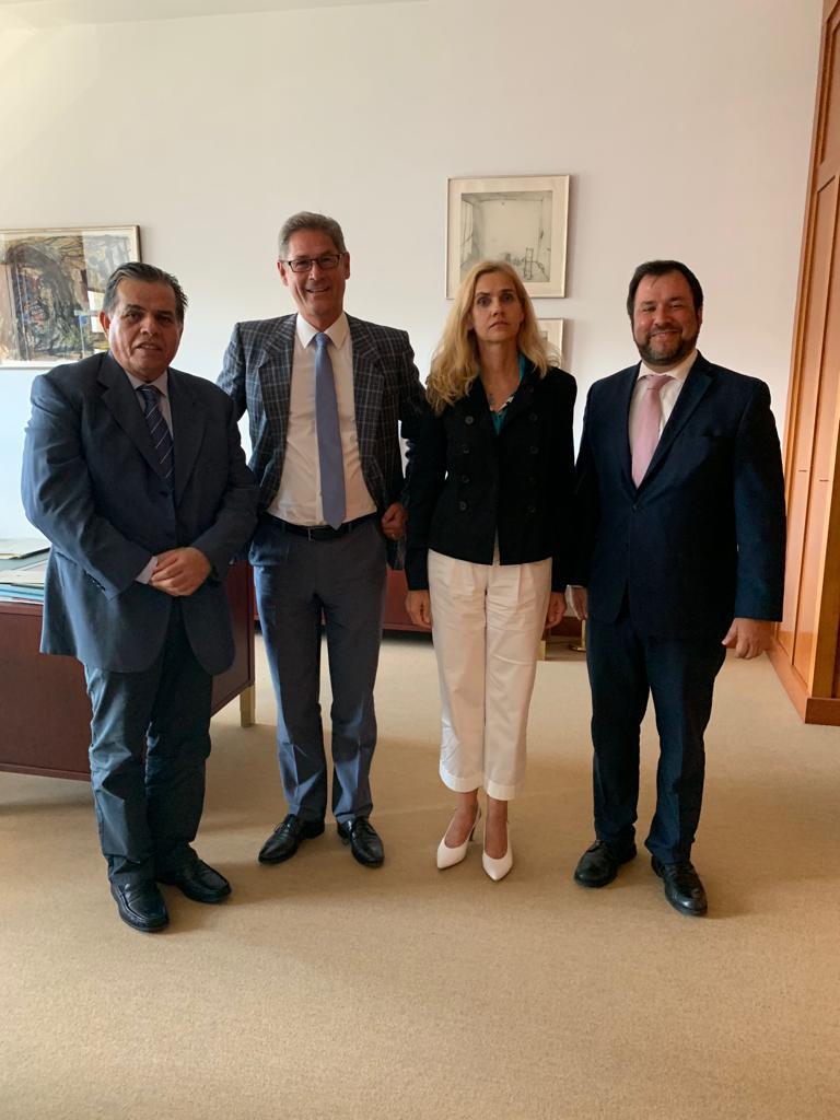 Der venezolanische Vize-Außenminister, Yván Gil (rechts), bei einem Treffen im Auswärtigen Amt in Berlin am Montag. Die Beziehungen könnten sich langsam normalisieren...