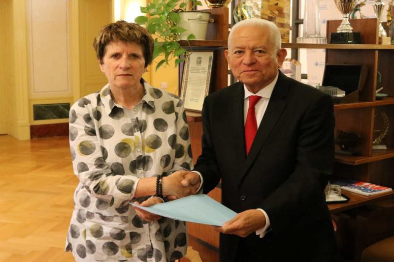 Venezuelas ständiger UN-Vertreter Jorge Valero übergab Kate Gilmore, der stellvertretenden Hochkommissarin für Menschenrechte, den Brief von Maduro