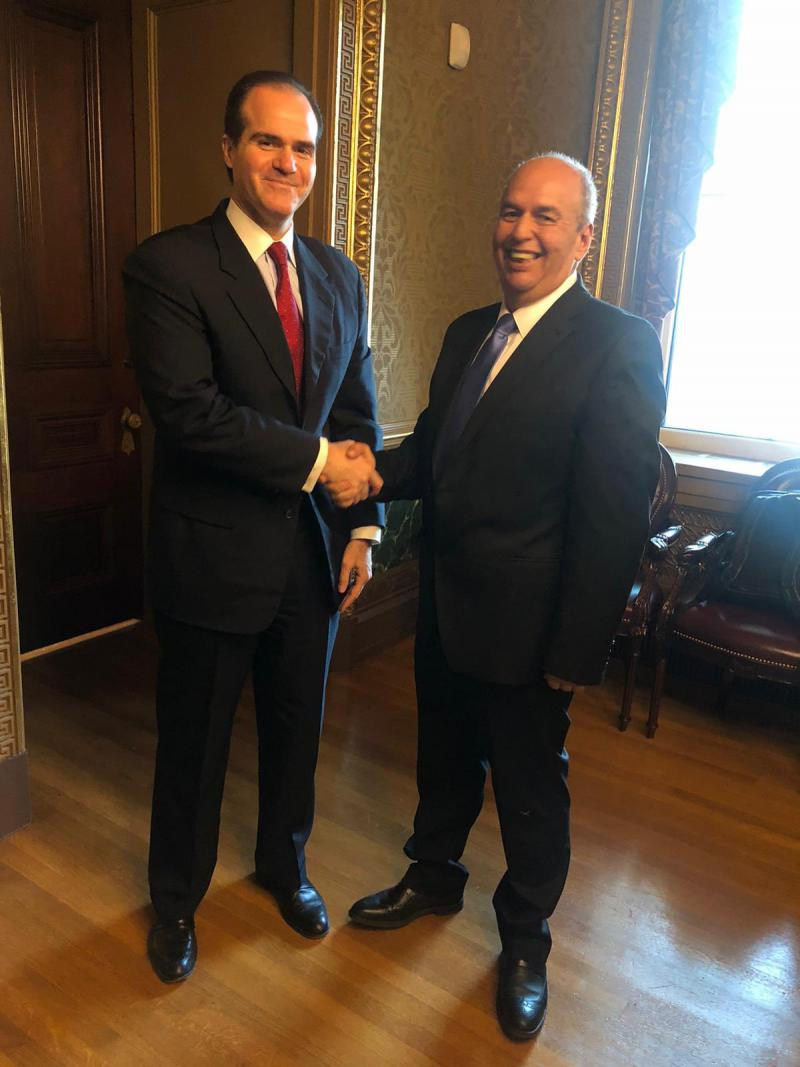 Mauricio Claver-Carone (links), hier mit dem Innenminister der Putschregierung von Bolivien, Arturo Murillo, im Dezember 2019