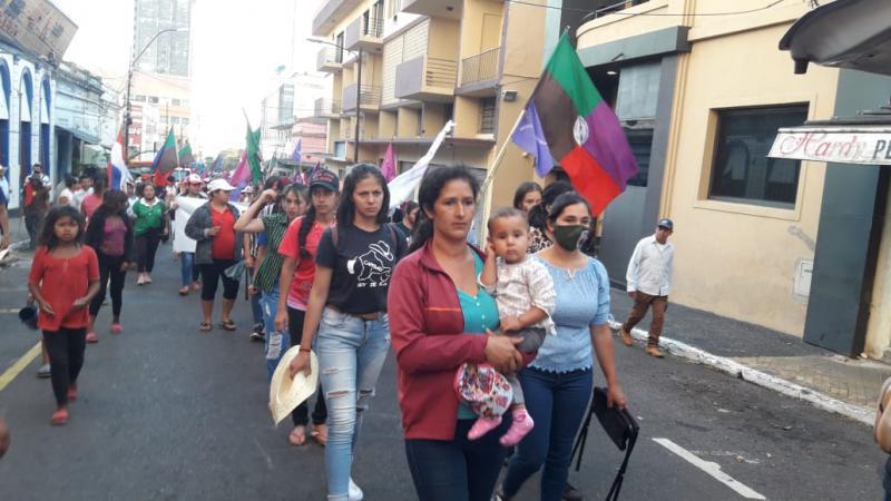 Am Mittwoch, dem 25. November, gingen Frauen auf die Straße, um auch auf die strukturelle und institutionelle Gewalt gegen sie aufmerksam zu machen