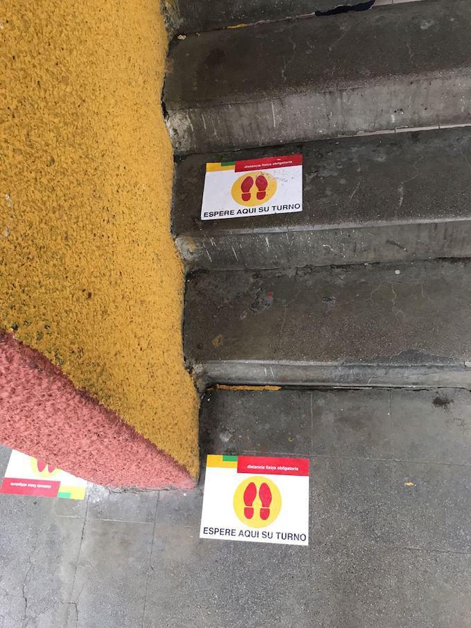 (Kleiner) Corona-Abstand in einem Wahllokal in La Paz
