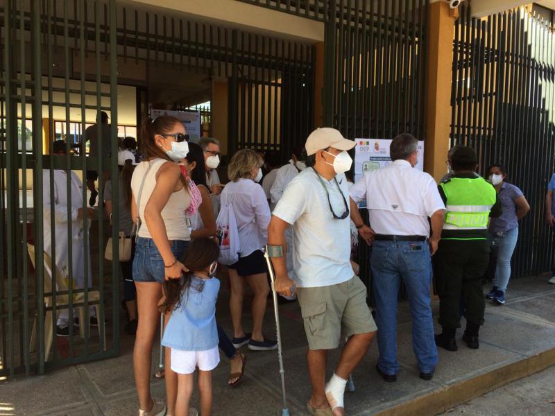 Wahllokal im Barrio Las Palmas in Santa Cruz, einem Viertel, in dem vor allem die Oberschicht wohnt und wählen geht
