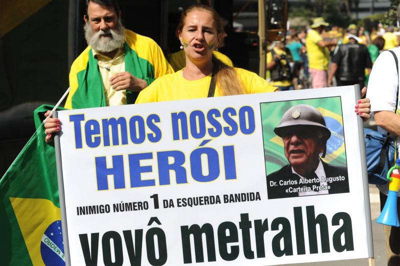 Anhänger:innen des verurteilten Offiziers Augusto bei einer Demonstration gegen die Anklageerhebung im Jahr 2015