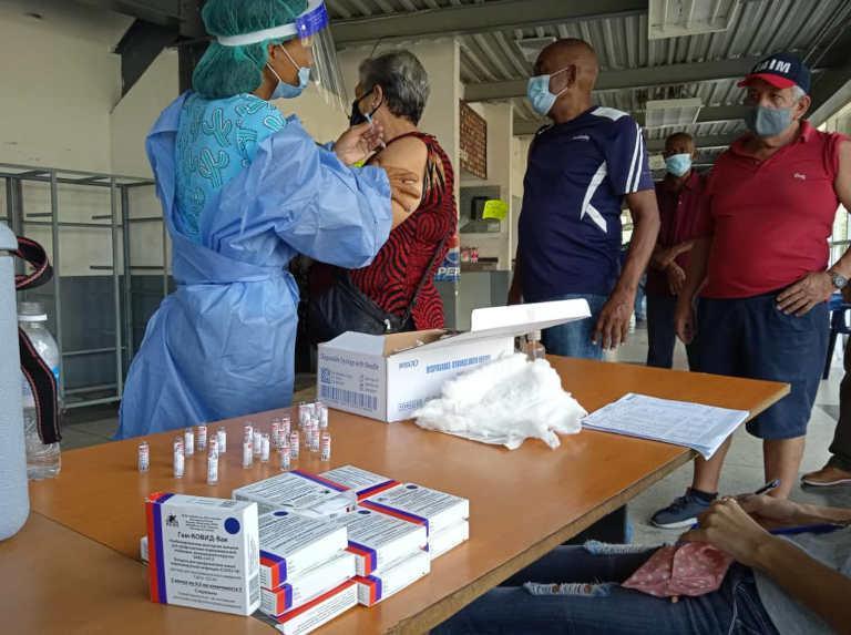 Impfung älterer Menschen in der Hafenstadt La Guaira am 11. September. Venezuela bekommt durch Covax nun auf mehr Vakzine