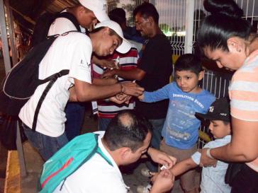 Kinder der Karawane auf dem Weg in die USA werden versorgt