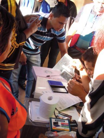 Wähler am 11. März 2012 in El Salvador