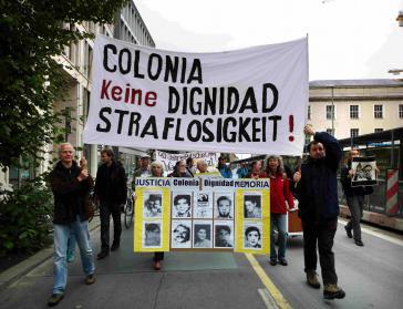 Demonstrationszug gegen die Straflosigkeit vor dem Auswärtigen Amt in Berlin