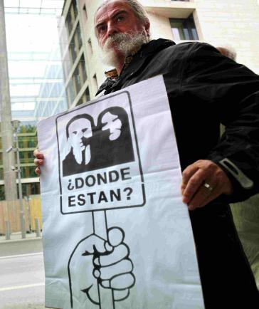 Der Chilene Erick Zott, der 1975 in der Colonia Dignidad gefoltert wurde, forderte vor dem Auswärtigen Amt eine zügige strafrechtliche Aufarbeitung der Verbrechen der Colonia Dignidad.
