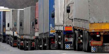 Hunderte Lastkraftwagenfahrer beteiligen sich an dem 72-stündigen Streik und blockieren die wichtigsten Straßen des Landes