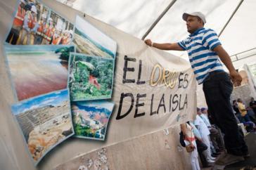"""Transparent mit der Aufschrift """"Das Gold gehört der Insel"""""""