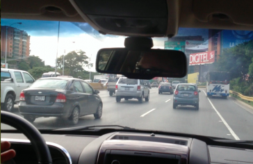 Hauptverkehrsader in Caracas: Bald könnten sich die Benzinpreise erhöhen