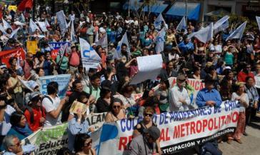 Demonstration von Lehrern in Santiago. Sie haben einen unbefristeten Streik ausgerufen