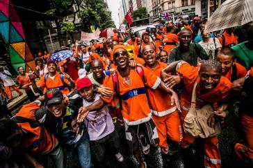 Feier des erfolgreichen Streiks in der Innenstadt von Rio