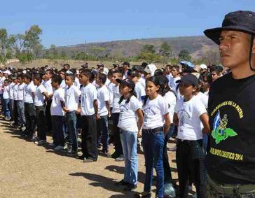 """Kinder und Jugendliche im Programm """"Guardianes por la patria"""" (Wächter für das Vaterland)"""