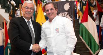 """Der Botschafter Palästinas in Ecuador, Hani Remawi (links) und Außenminister Ricardo Patiño bei der Eröffnung der """"Tage der Solidarität mit Palästina"""" am Sonntag"""