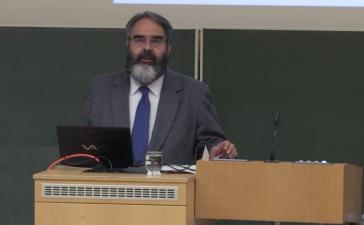 Jorge Jurado, Botschafter der Republik Ecuador, referiert vor Studenten der Eberhard Karls Universität Tübingen (November 2014)