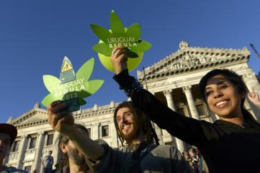 Begeisterung in Uruguay nach der Abstimmung im Parlament über das Marihuana-Gesetz im Dezember 2013. Beim Verkauf in Apotheken gibt es nun Probleme