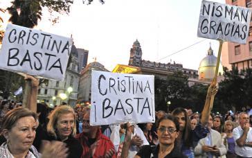 Opposition nutzt den Tod von Staatsanwalt Alberto Nisman für Rücktrittsforderungen an Präsidentin Kirchner