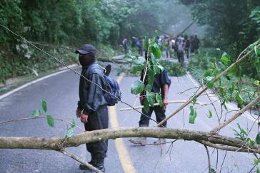 Als Antwort blockieren Aktivisten die Straße San Cristobal – Palenque