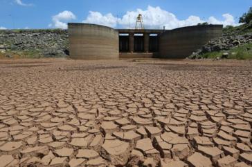 """Eines der Reservoirs des """"Sistema Canteira"""" für die Wasserversorgung von São Paulo"""