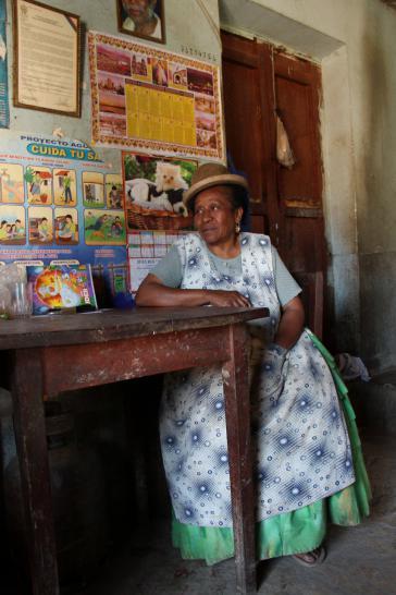 """Königin Angélica des """"Casa Real Afroboliviana"""" in Murrata. Ihr Mann Don Julio Pinedo ist seit 2007 der amtierende König."""